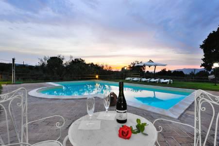 Prosecco... piscina... tutto romantico